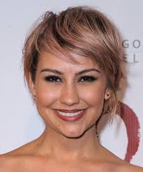 who cuts chelsea kane s hair chelsea kane short straight casual hairstyle with side swept bangs