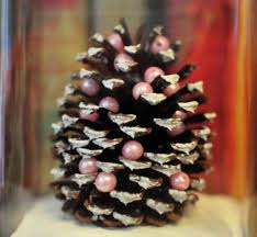 Mini Christmas Tree Decorations Diy by Diy Miniature Pine Cone Christmas Tree Find Fun Art Projects To