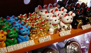 left paw or right black white or red decoding the lucky cat