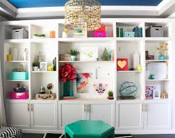 a kailo chic life style it using large art pieces in the built ins