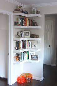 étagère derrière canapé 29 idées de génie pour gagner de la place dans votre appartement