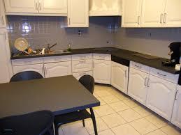 peindre les meubles de cuisine peindre meuble cuisine sans poncer avec peinture placard cuisine