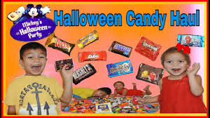 mickey u0027s halloween party trick or treat candy haul a lot of candy