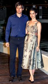 adelaide kane wallpapers reign tv show imagens adelaide kane and torrance coombs at the