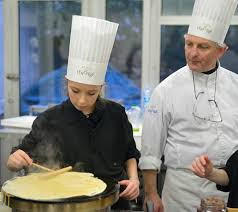cours cuisine lenotre élève pâtissière à l ecole de cuisine lenôtre du bruit