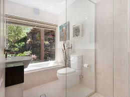bathroom decorating ideas how to make your bathroom look bigger