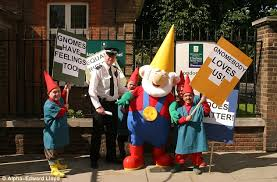 welcome gnome chelsea flower show lifts ban on tacky garden