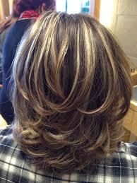 layered highlighted hair styles best 25 medium layered hairstyles ideas on pinterest medium