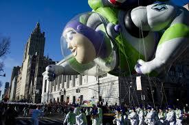 image buzz lightyear balloon in macys thanksgiving parade