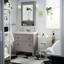 a traditional approach to an organized bathroom that u0027s the