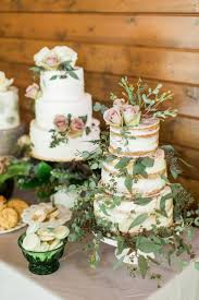 Wedding Cake Table The 25 Best Multiple Wedding Cakes Ideas On Pinterest Gold