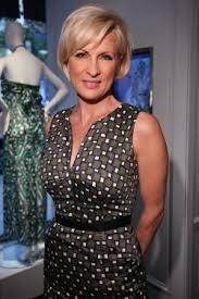 short hair female cnn anchor female tv newscasters and the sleeveless sheath dress