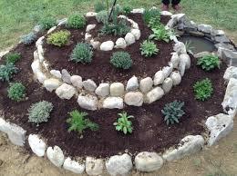 deco jardin a faire soi meme une rocaille originale en spirale 20 idées inspirantes video