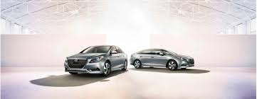 toyota camry hybrid vs hyundai sonata hybrid 2016 hyundai sonata hybrid vs 2015 toyota camry hybrid the car