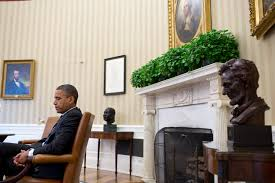 Oval Office Pics File Barack Obama With Oval Office Art Jpg Wikimedia Commons