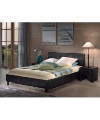 chambre avec lit noir magnifique lit noir fait en simili cuir il ajoutera une ambiance