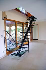 rambarde escalier design escalier limon central kocentrik marches verre garde corps acier