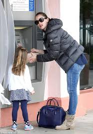jennifer garner and her daughter at an atm celebrities at the