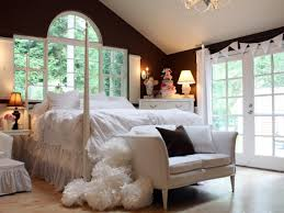 Low Cost Decorationg For Master Bedroom With Simple Interior - Interior design cheap ideas