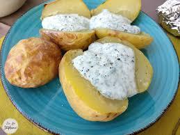pomme de terre en robe de chambre pommes de terre en robe des chs et sauce blanche aux herbes la
