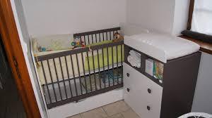 chambre bébé petit espace les atouts du lit bébé évolutif par julien