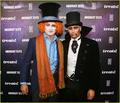 gerard butler dresses as mad hatter for halloween photo 3980763
