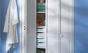 montage plinthe cuisine pose plinthe cuisine castorama armoire de cuisine bois usage
