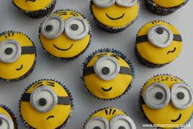 minion cupcake cake despicable me minion cupcakes funfoodfriday eats amazing
