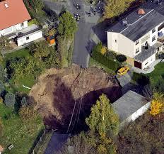 Panorama Bad Frankenhausen Ein Krater Mitten Im Wohngebiet Panorama Badische Zeitung