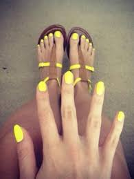 chic look summer nails yellow polish doll me up pinterest