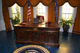 oval office presidents u0027 h m s resolute desk b 5845 homedessign com
