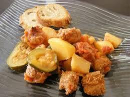 cuisiner des boulettes de boeuf boulettes de boeuf courgettes et pommes de terre recette ptitchef