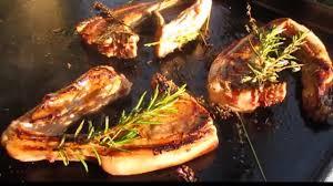 cuisiner à la plancha gaz côtelettes d agneau cuisson à la plancha à gaz