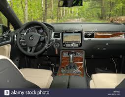 volkswagen touareg interior volkswagen touareg 3 0 tdi v6 bluemotion my 2010 mk2 german