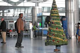 man dresses as x mas tree to protest holiday ban at staten island