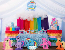 Rainbow Centerpiece Ideas by Best 25 My Little Pony Decorations Ideas On Pinterest My Little