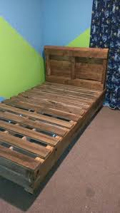 twin bed made completely from one full size pallet