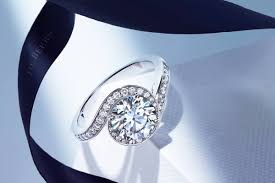 de beers engagement rings de beers caress the perfect representation of timeless elegance