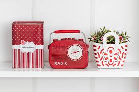 oggetti decorativi casa oggetti decorativi relativi della casa rossa in uno scaffale