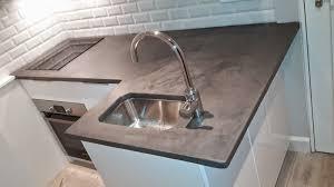 beton cire pour credence cuisine cuisine plan travail beton cire et credence faience metro brok n deco