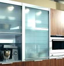 placard coulissant cuisine rideau coulissant cuisine meuble de cuisine avec porte coulissante