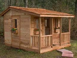 How To Make A Shed Out Of Wooden Pallets by Best 25 Pallet Playhouse Ideas On Pinterest Pallet Playground