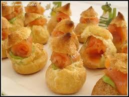 canapé saumon fumé recette de mini choux farcis à l avocat et saumon fumé à l aneth en