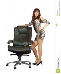 fauteuil de bureau luxe femme restant avec le fauteuil de bureau photo stock image