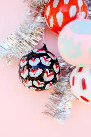 15 minute diy to try painted pattern diy ornaments