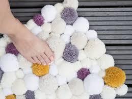 tappeti fai da te come fare un tappeto di pon pon