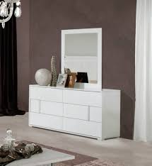 Contemporary White King Bedroom Set White Wood Bedroom Furniture Tags Modern Queen Bedroom Sets