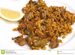 cuisine traditionnelle espagnole plaque avec la nourriture traditionnelle espagnole paella image