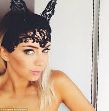 lace fascinator tully smyth dons cat ear fascinator at oaks day daily mail online
