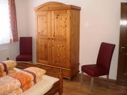 Schlafzimmerm El Kleiderschrank Landhaus Bonaventura Millstatt